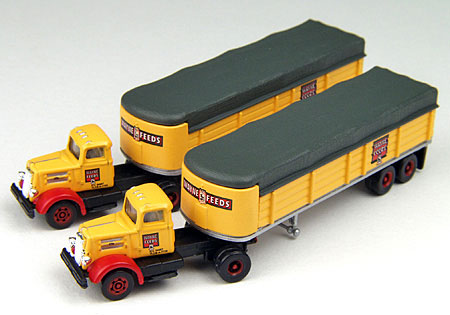 Wayne Feeds - White WC22 Tractor and Covered  (1:160)