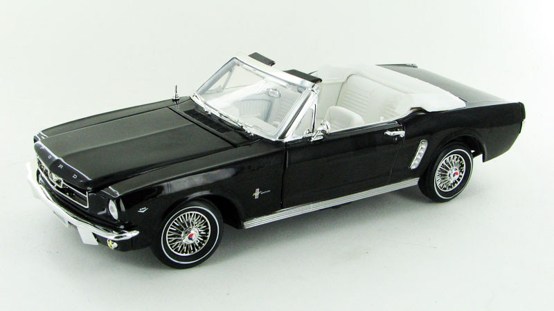 1964 1/2 Ford Mustang Convertible in Black (1:18)