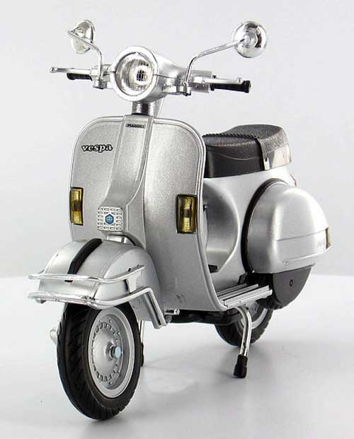 1978 Vespa P200E Del Scooter in Silver (1:12), New Ray Diecast Item Number NR42127-2