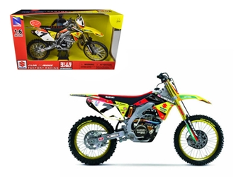 Suzuki Factory Racing RM-Z450 #7 James Stewart Dirt Bike Motorcycle Model 1:6, New Ray Item Number NR49483