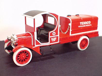 Wings Of Texaco #17 2000 - 1919 GMC Tanker - Diecast Metal Bank (1:33)