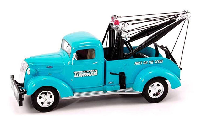 American Towman - 1937 Chevy Tow Truck (1:30)