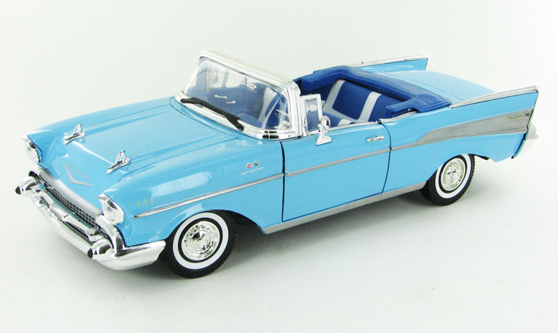 1957 Chevrolet Bel Air Convertible in Larkspur Blue (1:18)