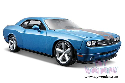 Dodge Challenger SRT8 Hard Top w/ Sunroof (2008, 1/24 scale diecast model car, Blue) by Maisto
